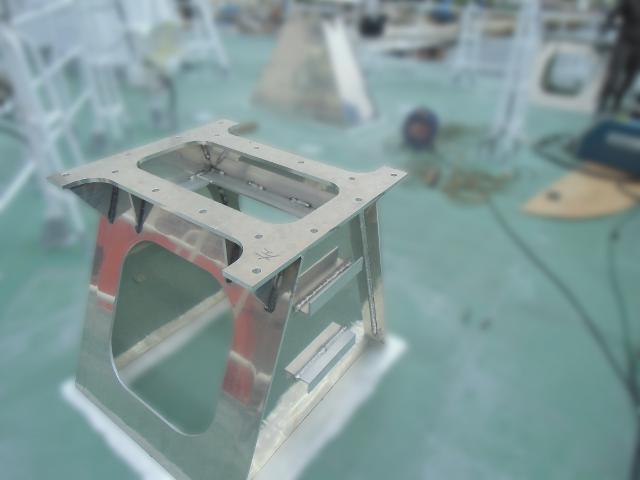船体アンテナ架台